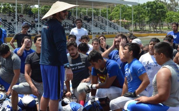 HC Héctor del Águila durante una práctica de Borregos Querétaro