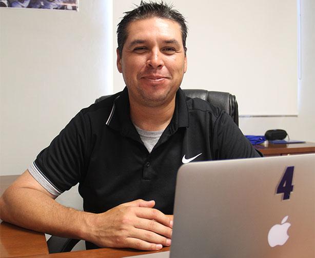 Carlos Altamirano ha ido conformando un renovado staff