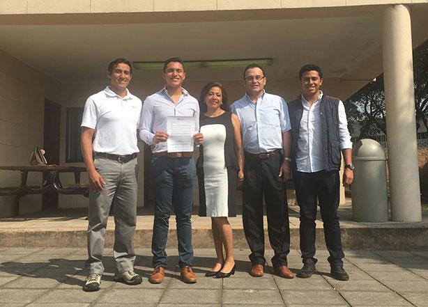 El HC Carlos Vega con padres de familia de nuevos jugadores