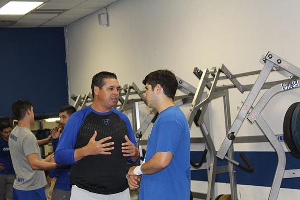 HC Carlos Altamirano y QB Alejandro González