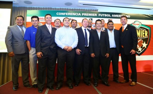 Entrenadores en jefe de los equipos participantes
