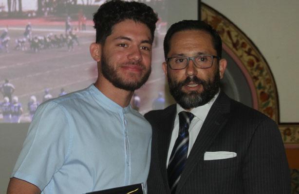 QB Erick López (MVP) y Lic. Óscar López Trujillo