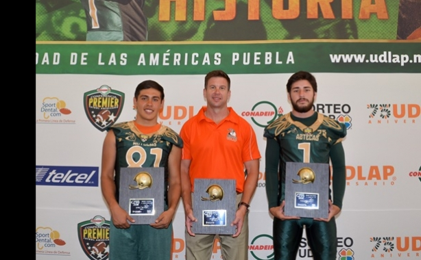 Los Aztecas galardonados por Deporte Gráfico