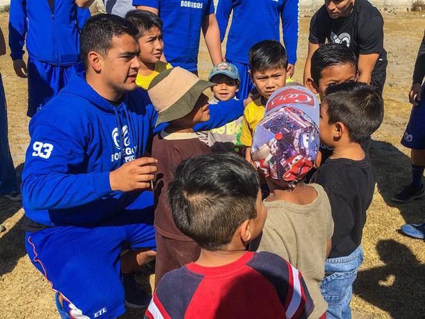 Borregos Puebla en clínicas con niños de Acatzingo