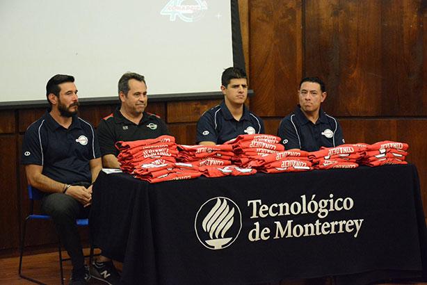 Mesa de autoridades previo a la entrega de jerseys