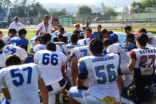 EL HC Ricardo García con los seleccionados U-17
