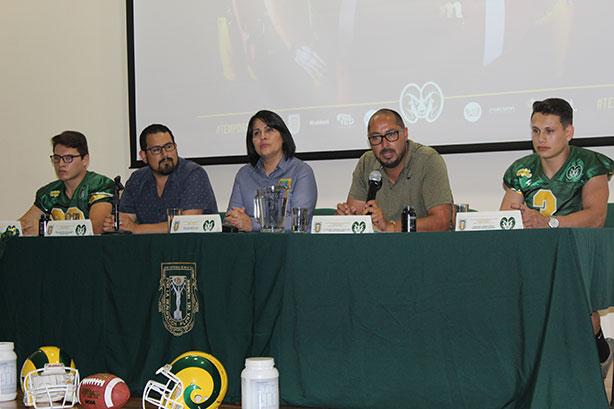 HC Ricardo Licona y sus autoridades en la presentación