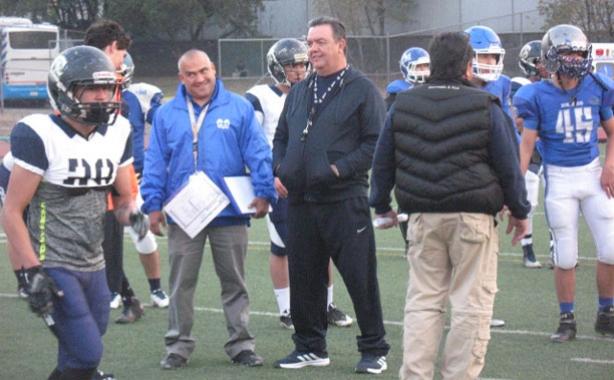 Entrenadores de ambos conjuntos durante la práctica