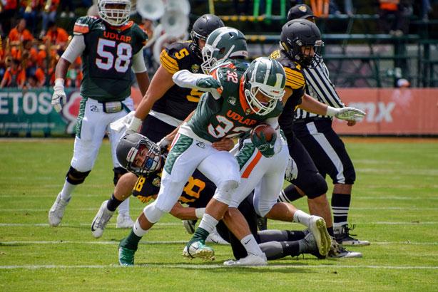 Jordan Brooks tuvo una destacada actuación con 3 touchdowns