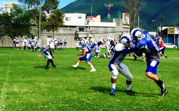 Borregos Monterrey estrena entrenador recibiendo a Toluca